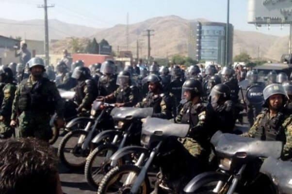 انتقال وحشیانه 23 کارگر بازداشتی نیشکر هفت تپه با دستبند و پابند به دادگستری