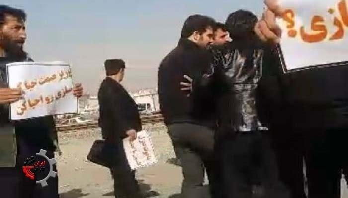 تجمع اعتراضی حوالهداران شرکت ماموت در اعتراض به تاخیر در ...