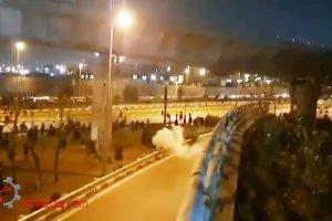 پرتاب گاز اشکآور؛ تهران، میدان آزادی ۲۲دی