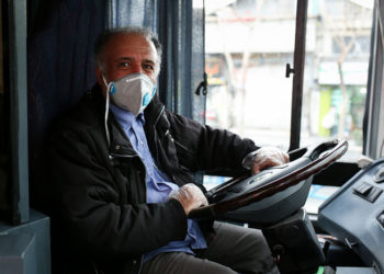 توزیع ماسک در شرکت واحد اتوبوسرانی