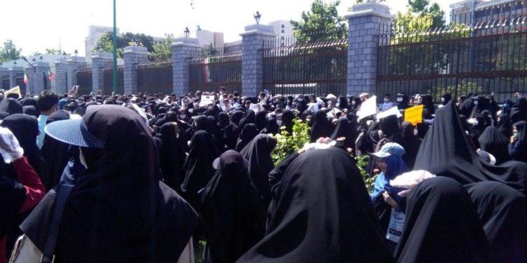 تجمع اعتراضی آموزش دهندگان نهضت سواد آموزی