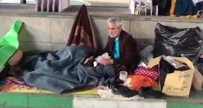محمد علی - ع، پیرمرد ۶۰ ساله بی خانمان در زیر پل راه آهن تبریز