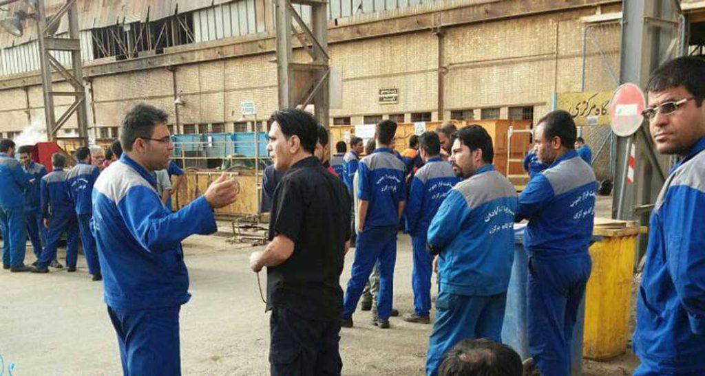 تجمع اعتراضی کارگران پیمانکاری پالایشگاه آبادان