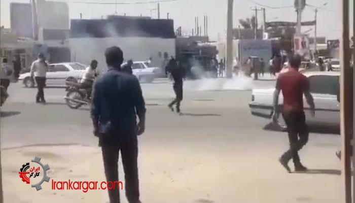 شلیک گلوله و گاز اشک آور توسط نیروی انتظامی به سمت مردم و جوانان معترض در لیکک