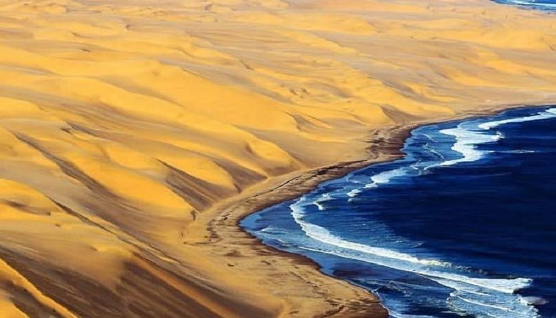 ترکیب شن روان، نخل و دریا؛ کنارک روستای دَرَک، زرآباد