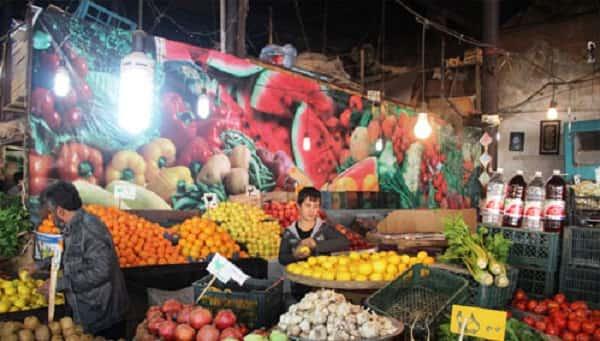 بازار میوه در قم