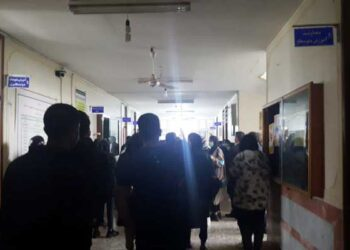 تجمع اعتراضی دانش آموزان ایذه نسبت به امتحانات حضوری در بحران کرونا