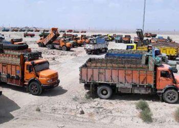 اعتراض کامیون داران استان یزد نسبت به نحوه توزیع لاستیک یارانهای در پایانه بار
