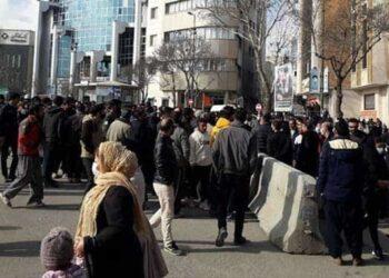 تجمع اعتراضی دستفروشان سنندج در خیابان فردوسی