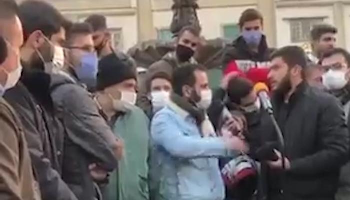 فیلم دیدنی جوان شجاع تهرانی که نمایش تریبون آزاد لباس شخصی ها در بازار تهران را بر هم زد