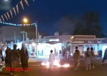 فیلم بستن خیابان ها با آتش زدن لاستیک توسط مردم شهر سوران در سیستان و بلوچستان