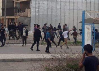 درگیری جوانان ترکمن با نیروهای انتظامی و و عقب نشاندن آنان با پرتاب سنگ در گنبد کاووس