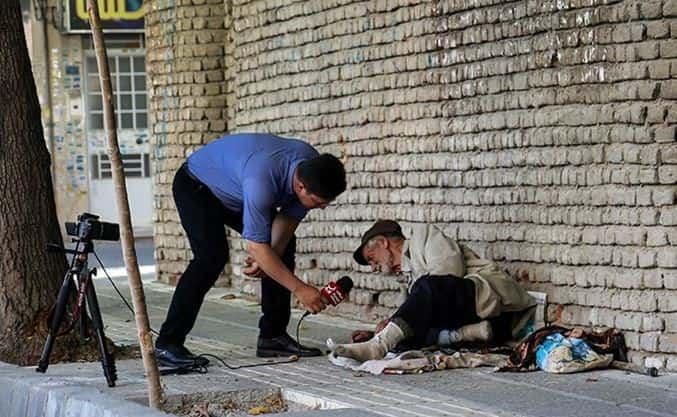 حسین آقا، پیرمرد دستفروش نابینای ۹۴ ساله مشهدی