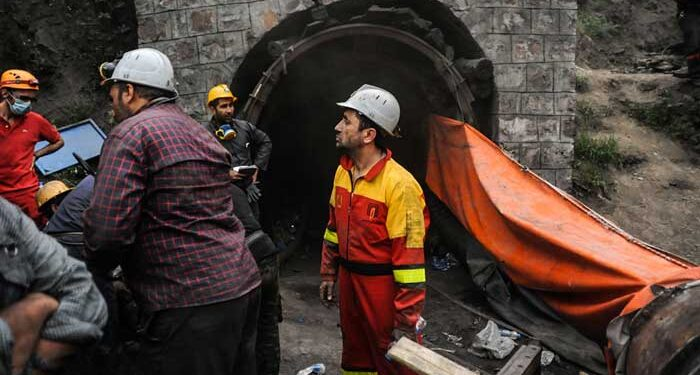 دو کارگر معدن