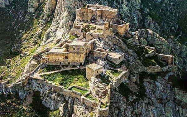 نمای قلعه بابک در ارتفاع ۲۳۰۰ متری کوهستان