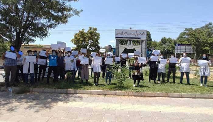 تجمع اعتراضی پزشکان و دانشجویان پزشکی در