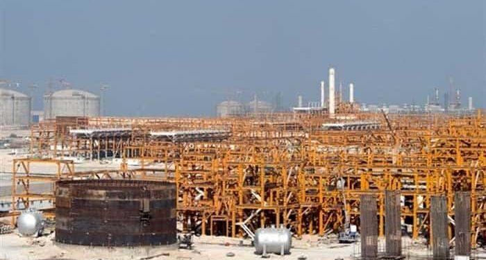 کارگر پیمانی بخش تعمیرات پالایشگاه نفت