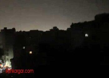 فیلم مردمی که بعد از قطعی برق، بالای پشت بامها شعار مرگ بر خامنه ای میدهند - شیراز