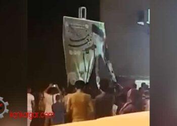 پاره پاره کردن و آتش زدن بنر خامنهای اصفهان
