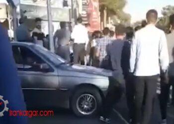 گیر انداختن مامور اطلاعات که در حال فیلمبرداری و شناسایی معترضان است در یزدان شهر - فیلم