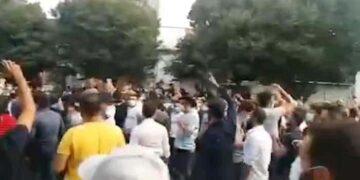 تظاهرات تبریز ؛ فیلم حمله نیروی انتظامی و تغییر شعار از نیروی انتظامی حمایت به بیشرف!