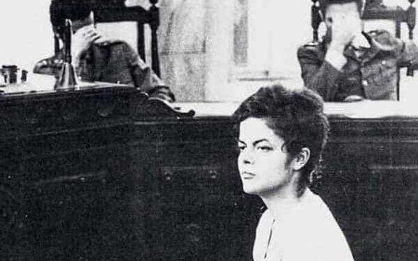 عکس دیدنی دختر شجاع در دادگاه