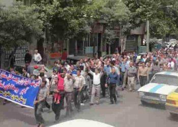 کارگران کارخانه سامان کاشی
