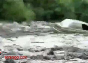 سیلاب مهیب خودروها را در هم پیچانده و با خود میبرد - سیل کلیبر آذربایجان شرقی